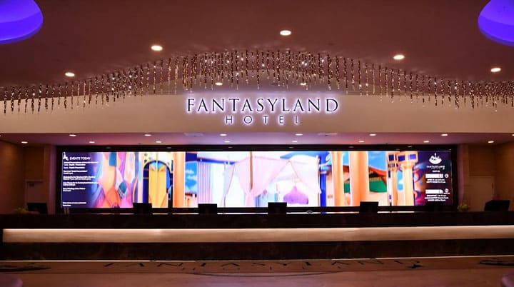 Fantasyland Hotel (West Edmonton Mall) - Success story of digital signage for hotels and hospitality