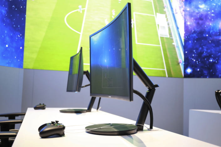 Curved-Monitor-CH711_Main_6